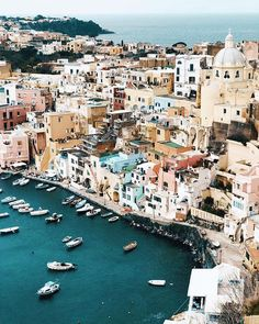 Is Procida the most underrated island in Italy? For all things secret in our beloved Italia, check out the link in our bio. 🤫 📸…