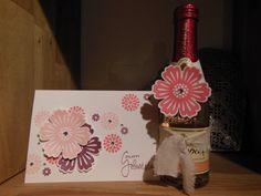 Geburtstagskarte und gepimpte Sektflasche, die Blumenstempel sind von Stampin Up.