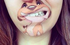 Meisje transformeert haar kin tot beroemde cartoonhelden