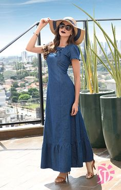 Love this casual denim maxi dress with the cutest sunhat. Long Denim Dress, Denim Maxi Dress, Dress Skirt, Denim Dresses, Denim Fashion, Cute Fashion, Modest Dresses, Casual Dresses, Jeans Gown