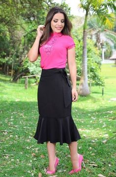 fluted or fishtail skirts are so demurely sexy Modest Outfits, Classy Outfits, Skirt Outfits, Dress Skirt, Fall Outfits, Cute Fashion, Modest Fashion, Womens Fashion, Elegant Outfit