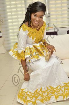 African Dresses For Women, African Attire, African Wear, African Women, African Fashion Ankara, African Print Fashion, Senegalese Styles, Africa Dress, Ankara Gown Styles