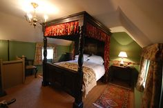 Antique oak four poster bed makes this room quite historic-looking and rather cosy
