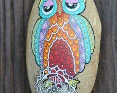 Galet peint à la main - Hibou ou Chouette / Hand painted pebble - Owl - Modifier…