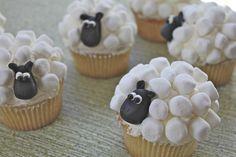 Ostermuffins Schaf mit Marshmallows und schwarzer Fondant