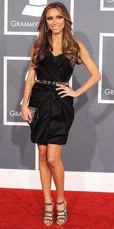 I've learned to appreciate Guliana Rancic more since all she has gone through lately.  The dress is the perfect cut on her.  The puckering in the bodice and skirt is the perfect amount. And the belt goes great with this.