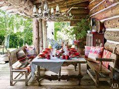 · Ralf Lauren · Très rustique et western, même le porche/salle à manger et la vaisselle sont concernés | via Fancy Windows