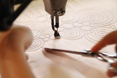 Learn tons of new machine quilting techniques in these fabulous online machine quilting classes!