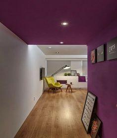 Peindre un plafond et un mur de couloir en violet aubergine