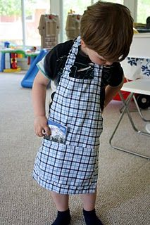 I have wanted to make Buddy an apron for his play kitchen for a while now, and I finally got around to it this weekend. Sewing Hacks, Sewing Crafts, Sewing Projects, Sewing Tips, Sewing Ideas, Craft Projects, Towel Apron, Bib Apron, Childrens Aprons