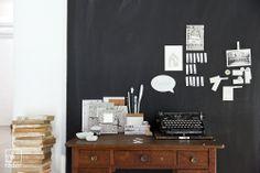 Paper & Poetry.  Für einen Schreibtisch, der von Gedanken und Taten, Ordnung und Chaos erzählt. Für Dichter und Denker, Alltagshelden und liebenswerte Kollegen. Zum Ordnen, Sortieren, Ablegen und Verschönern.