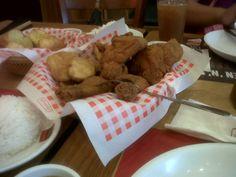 Shakey's chicken + mojos