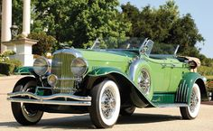 1934 Dusenberg. This car couln't possibly be any more stunning.