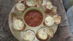 Reteta culinara Oua in chifle cu sunca, legume si cascaval din categoria Mancare copii. Specific Romania. Cum sa faci Oua in chifle cu sunca, legume si cascaval Bacon, Breakfast, Morning Coffee, Pork Belly