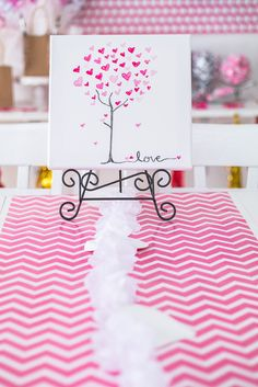 How to Create the Perfect Galentine Sip and Paint Party http://makingtheworldcuter.com/2017/01/galentine-sip-paint-party/