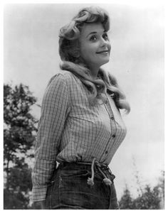 Donna Douglas, born Doris Ione Smith (September 1932 – January known for her role as Elly May Clampett in CBS's The Beverly Hillbillies. Hottest Female Celebrities, Beautiful Celebrities, Beautiful Actresses, Celebs, Vintage Hollywood, Hollywood Glamour, Classic Hollywood, Donna Douglas, The Beverly Hillbillies