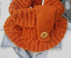 Gola em tricô disponível na loja. Todos os detalhes no blog http://miauartes.blogspot.com.br/ #artesanato #tricô