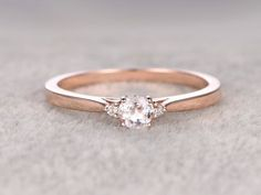 3 Steine Morganit Engagement ring Rose gold, Diamond Wedding Band, 14k, 5mm rund Ausschneiden, Edelstein Promise Bridal Ring Plain goldenen passende band