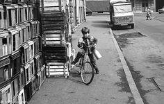 Фотография - Пустые ящики у магазина - типичное явление - Фотографии старого Петербурга Street View