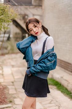Korean Fashion Trends you can Steal – Designer Fashion Tips Korean Girl Fashion, Korean Fashion Trends, Korean Street Fashion, Ulzzang Fashion, Korea Fashion, Asian Fashion, Kpop Outfits, Korean Outfits, Outfits For Teens