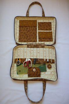 Projeto bolsa de material de costura ou patchwork, cabe a placa pequena a bolsa tem 45cmx35cm, acompanha molde no tamanho original , foto e passo a passo, da para enviar com carta registrada com custo de apenas 4,55
