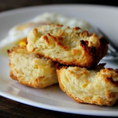 stacked garlic biscuits - Flaky, flaky, flaaaaaaaky biscuits loaded with butter and garlic flavour.
