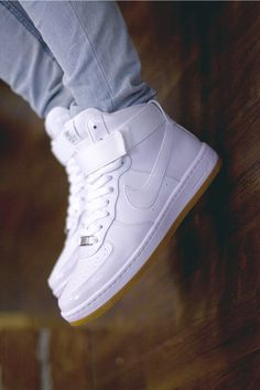Image about nike in Dope fashion by Dread-Montana All White Shoes, Best White Sneakers, White Casual Shoes, Mens Boots Fashion, Sneakers Fashion, Shoes Sneakers, Sock Shoes, Shoe Boots, Tenis Vans