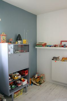 I love the color from the toys with the neutrals in the furniture & shelving...