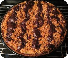 """Caramel Chocolate Coconut -&- Cookie Mind E'splosion Pie (aka """"Samoa cookie pie"""") I don't know about you, but I can never leave anything half-baked. Whether it be projects or pies, I want to make sure. No Bake Desserts, Just Desserts, Delicious Desserts, Yummy Food, Yummy Yummy, Baking Recipes, Cookie Recipes, Snack Recipes, Dessert Recipes"""