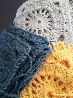 Au Crochet qui m'aille...: couverture granny square Crochet Ripple Blanket, Crochet Granny, Crochet Baby, Plaid Crochet, Granny Square, Diy Hacks, Knitted Hats, Winter Hats, Knitting