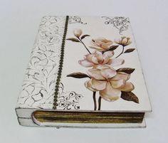 Caixa livro feita em decoupage, carimbo e papel textura. R$ 49,00