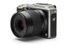 Hasselblad lanza una cámara compacta, pero cuesta lo mismo que un utilitario