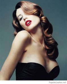 Black dress, brown curls and red lips