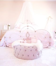 5 Must-Haves For A Beautiful & Feminine Bedroom – Top Trend – Decor – Life Style Pink Bedroom For Girls, Pink Bedrooms, Shabby Chic Bedrooms, Bedroom Vintage, Shabby Chic Homes, Shabby Chic Decor, Victorian Bedroom, Small Bedrooms, Feminine Bedroom