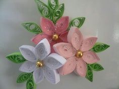 Quilled floral piece with magnet - by: DONKA DOBREVA could be a corsage- put pearls in the middle. Quilling Videos, Paper Quilling For Beginners, Arte Quilling, Paper Quilling Patterns, Quilled Paper Art, Quilling Jewelry, Quilling Craft, Quilling Techniques, Quilling Flowers