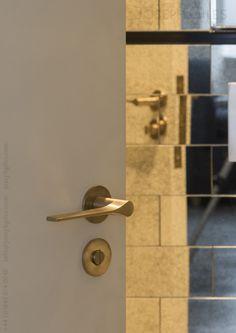 Joseph Giles LV1045 Fonteyn lever handle in brush brass waxed
