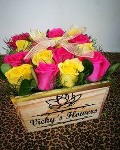 Feliz sábado followers. Rositas frescas en las #cajasvf #masquefloressomossentimientos #quelasfloresnopasendemoda