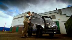 Edd China surprises Mike Brewer by wanting to take a minimalist approach in their repairs on a 1967 13 Window Deluxe VW van picked up in the States. Wheeler Dealers, Edd