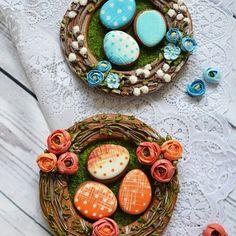 Веночки-веночки #пасхальный_конкурс_от_vcutters #тортикиназаказ #тортыназаказспб #пряникисанктпетербург #тортыспб #тортылакомстваотсударыни#пасхапряник Royal Icing Cookies, Cupcake Cookies, Sugar Cookies, Easter Cookies, Easter Treats, Spice Cookies, Colorful Cakes, Easter Recipes, Cookie Decorating