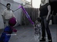 Le dio pena romper su piñata { GIF } #golpes #niños
