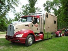 ARI Legacy Sleepers manufactures high-end custom sleepers for semi trucks. Peterbilt 386, Car Pictures, Car Pics, Customised Trucks, Big Boyz, Custom Big Rigs, Hulk Marvel, Semi Trucks, Volvo