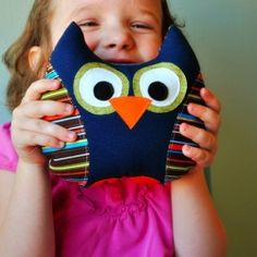 Pattern and how to tutorial for this sweet stuffed owl. Beginner level.