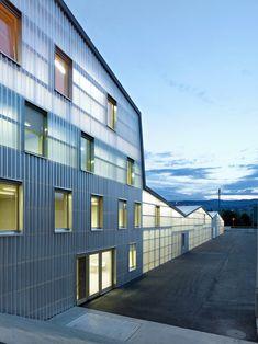 Multipurpose Building / Bunq Architectes