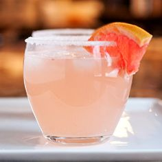 The Paloma - A refreshing Mexican cocktail with tequila, lime, and grapefruit!
