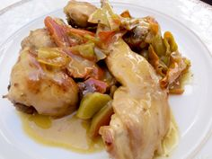 Conejo guisado con ajo y romero - Olor a hierbabuena Potato Salad, Turkey, Chicken, Meat, Ethnic Recipes, Diana, Rabbit Recipes, Potatoes, Ethnic Food