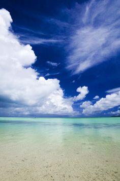 Yun Free Stock Photos : No. 3063 A southern country beach [Japan / Okinawa Prefecture] Beautiful Ocean, Beautiful Beaches, Beautiful World, Beautiful Scenery, Ocean Life, Ocean Beach, Natural World, Clouds, Stock Photos