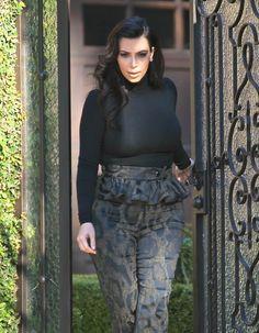 Kim Kardashian Tries To Wear Stylish Maternity Wear That Makes Her Look Good
