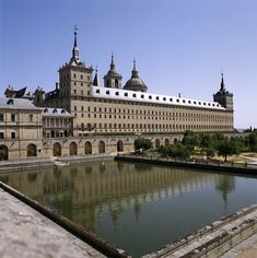 Monastery and Site of the Escurial, Madrid, Spain Beautiful Sites, Beautiful Places In The World, Monuments, Escorial Madrid, Saint Quentin, Aria, Empire Romain, Spanish Architecture, Le Palais