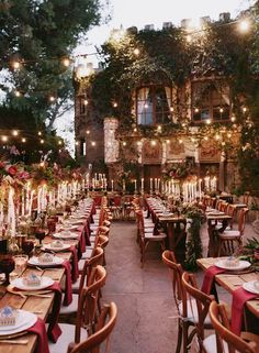 From gorg Great Hall-inspired candles to magical cakes, there are endless non-cheesy ways to incorporate the wizarding world into your Big Day