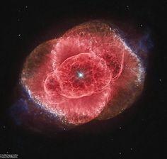 Para alguns essa imagem lembra o olho de um gato. A Nebulosa do Olho de Gato, localiza-se a cerca de 3 mil anos-luz de distância da Terra. Essa é considerada uma nebulosa planetária clássica, que representa uma fase final e breve na vida de uma estrela parecida com o Sol. A Nebulosa do Olho de Gato, também é conhecida como NGC 6543. Fonte : https://apod.nasa.gov/apod/ap170130.html